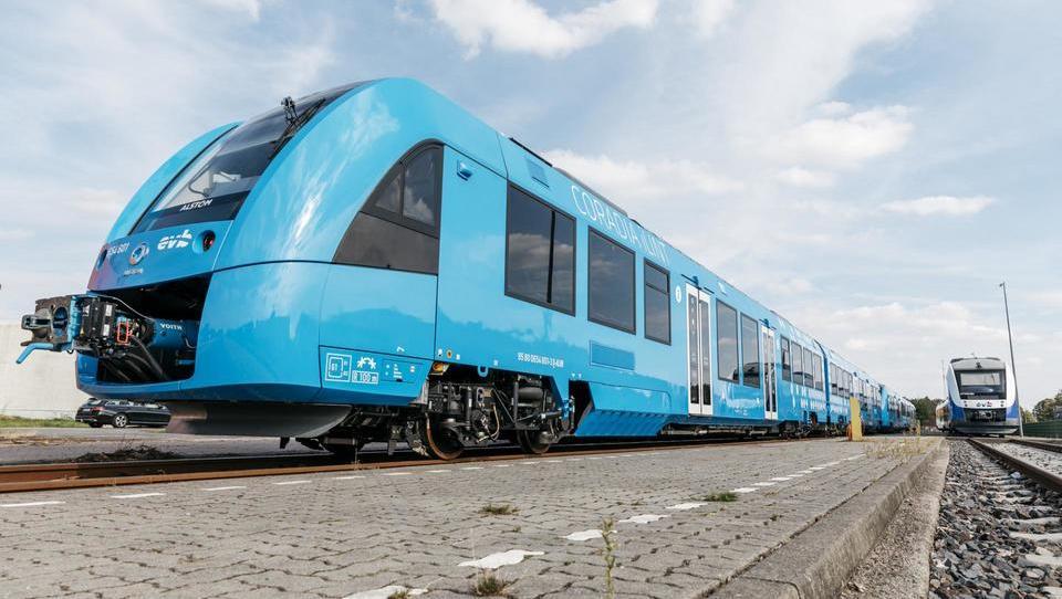 Po nemških tirih vozita prva vlaka na vodik na svetu