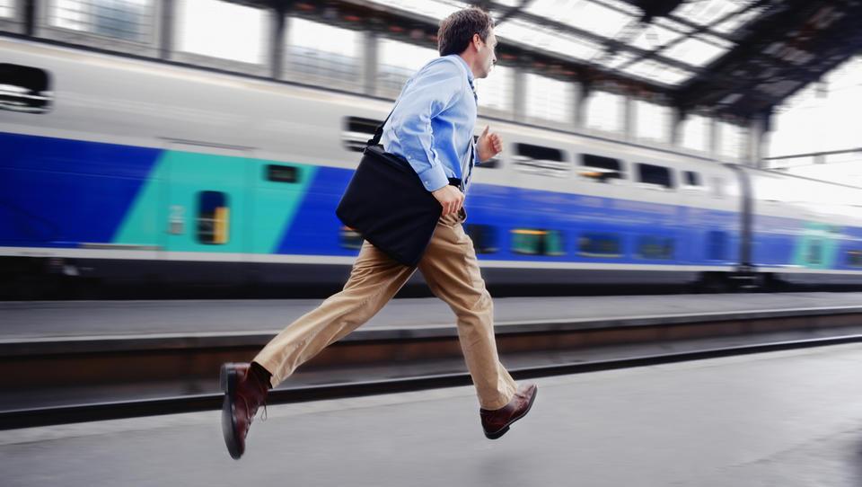 Poplava prodaj podjetij: kaj se dogaja, zakaj zdaj, ali lastniki lovijo zadnji vlak?