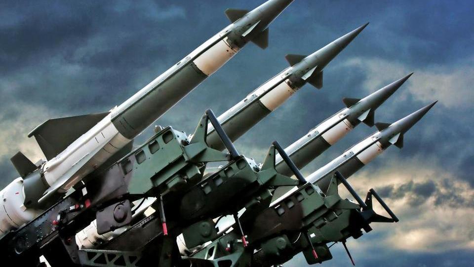Ukrajina ni razglasila le vojnega stanja, v stečaj je poslala tudi rusko banko VTB