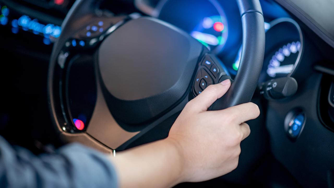 V usnje oblečen volan še ni dovolj za varno upravljanje vozila