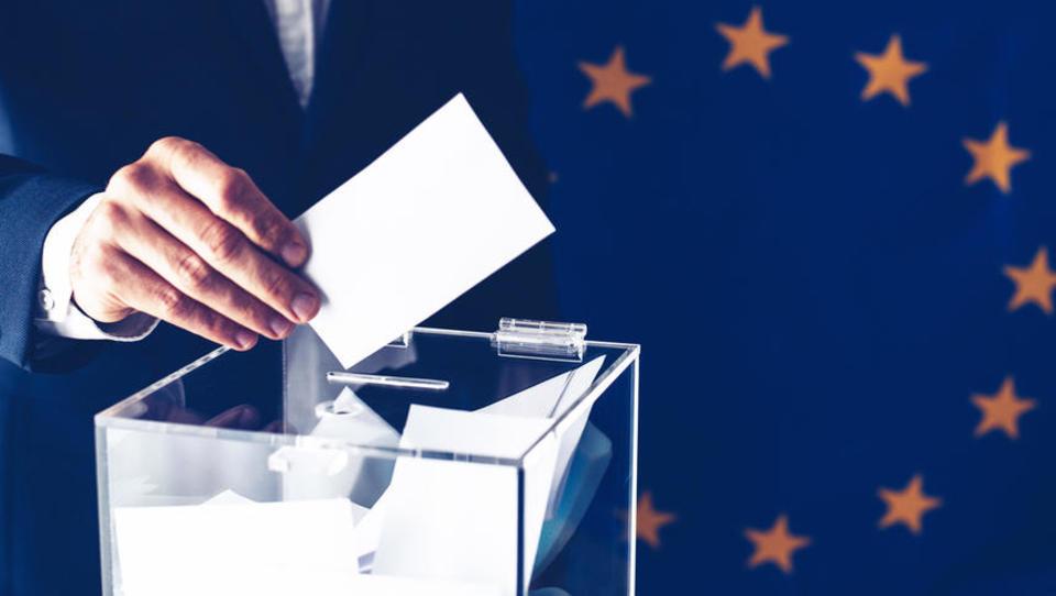 Skoraj dvema odstotkoma volivcev v nedeljo ne bo treba glasovati - so že