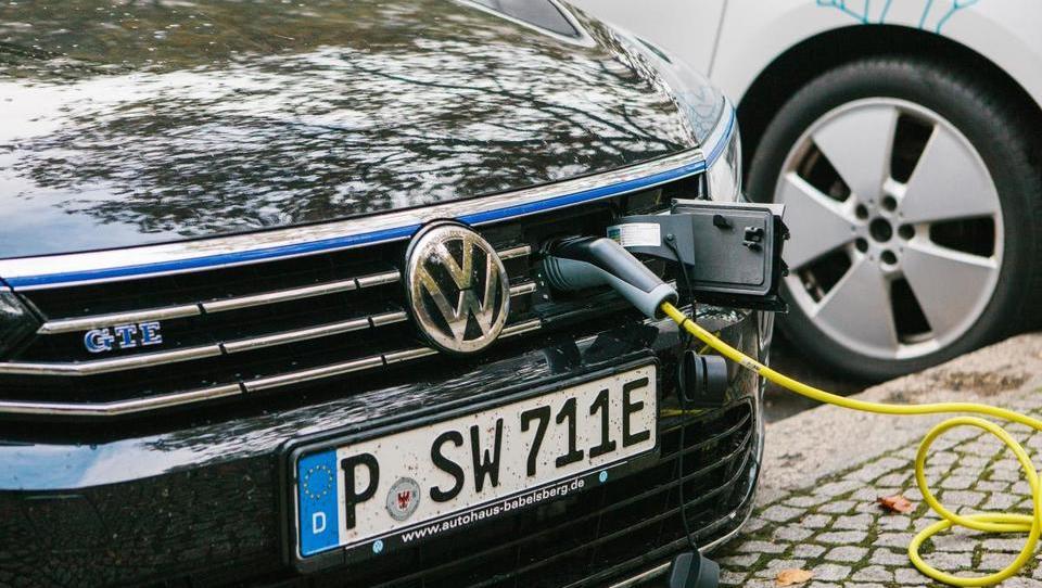 Volkswagen z milijardnimi naložbami v električno mobilnost