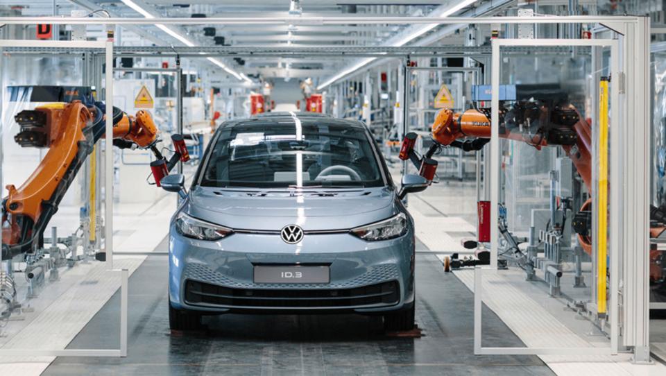 Zgodovina se ponavlja: nemški avtomobilisti Merklovo prosijo za subvencije