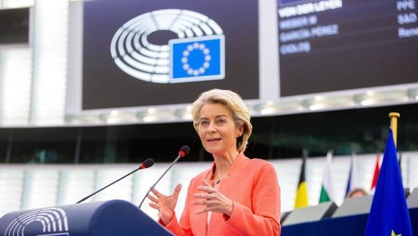 Ursula von der Leyen o načrtih za 2022: EU mora postati svetovni vodja pri polprevodnikih