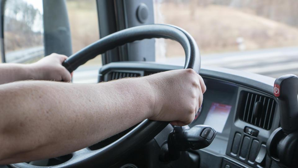 EU gre nad tovornjake: do leta 2030 naj bodo za 30 odstotkov čistejši