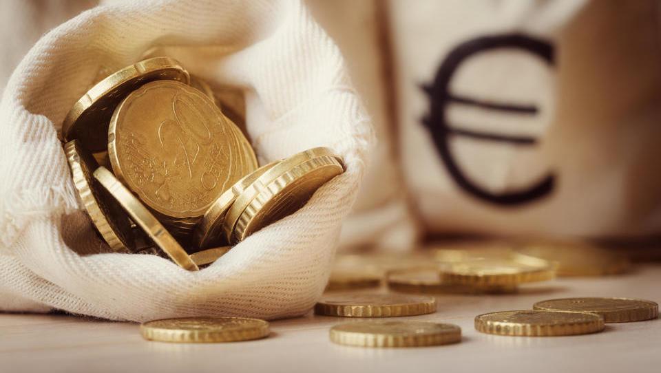 TOP razpisi tega tedna: ministrstvo za izobraževanje, podjetniški sklad, občine ...