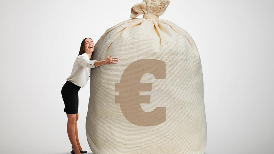 TOP 101: Velikani sedijo na vse večjih vrečah denarja