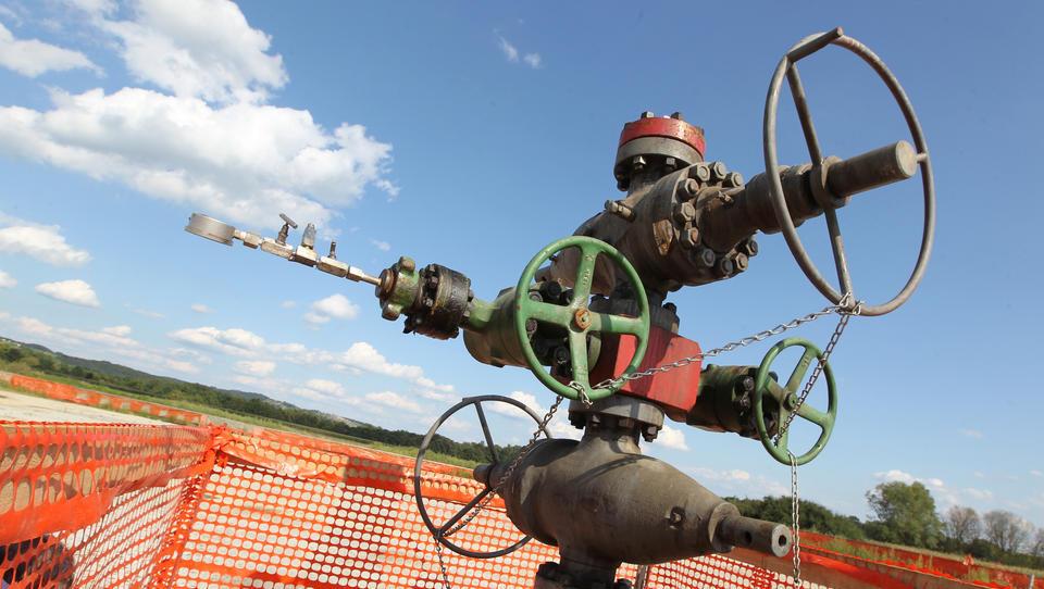 Petišovski plin: ministrstvo zahteva presojo vplivov na okolje, Ascent grozi z arbitražo