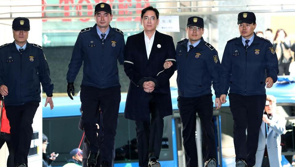 Samsungov prestolonaslednik v kupu korejskega umazanega perila