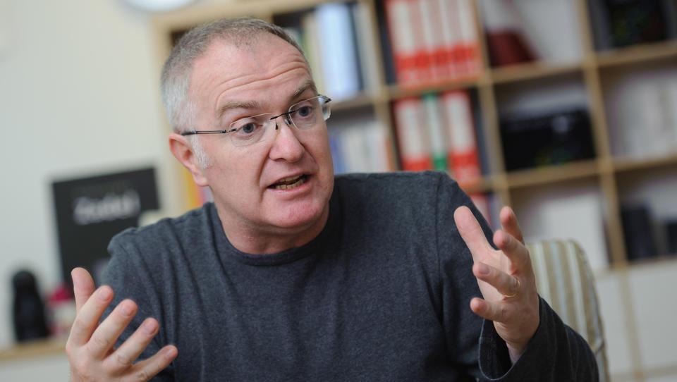 (intervju) Aleksander Zadel: Mladi ne potrebujejo razloga za odhod v tujino