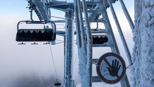 Ali lahko slovenska smučišča preživijo brez zimske sezone? Mislim, da ne, odgovarja šefinja žičničarjev