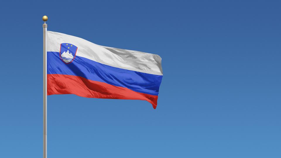 Prelomno: zahtevana donosnost za slovenske desetletne obveznice je negativna