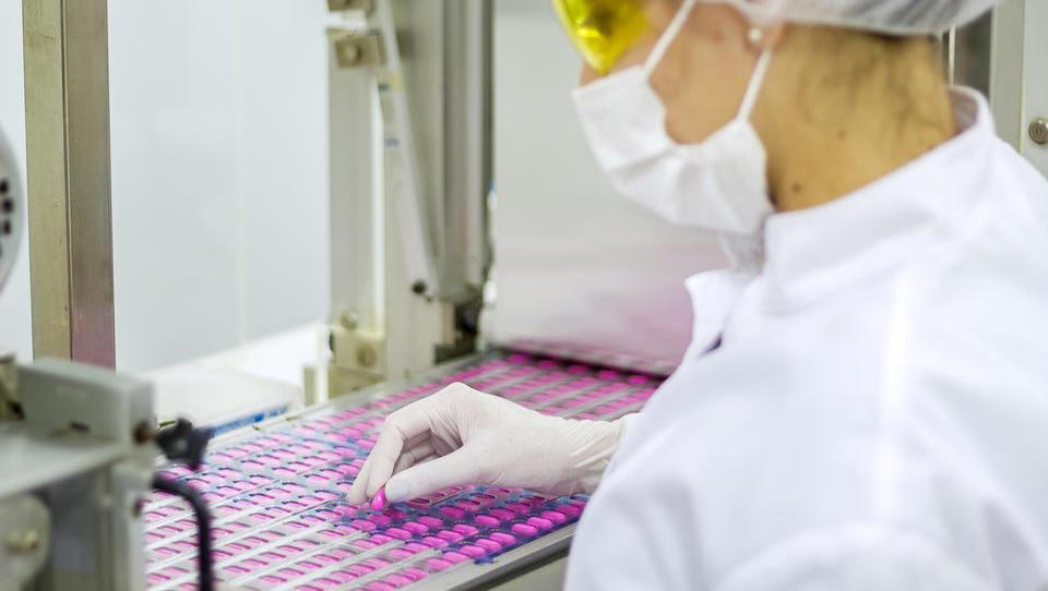 Zakaj prihaja do pomanjkanja pomembnih zdravil, tudi proti raku