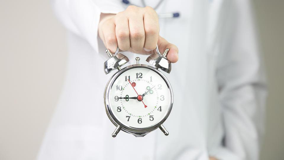 Od kod famoznih 7 minut za pacienta? Iz 15 let starih odgovorov zdravnikov