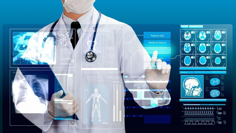 Digitalizaciji bolnišnic se ne moremo izogniti. Kako pa jo uspešno izpeljemo?