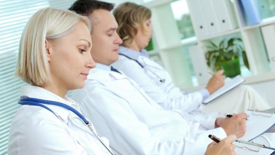 Krepiti je treba zaupanje med zdravnikom in bolnikom