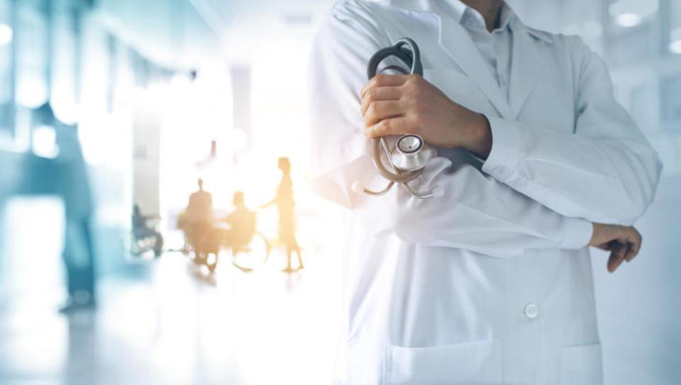 Zdravstveni indeks EHCI: Slovenija padla kar za pet mest, prehitela nas je Srbija