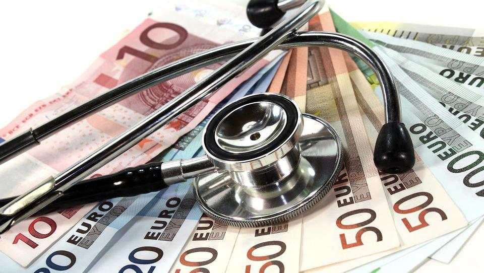 Ukinjanje dopolnilnega zdravstvenega zavarovanja: kaj nas čaka in kakšna so opozorila
