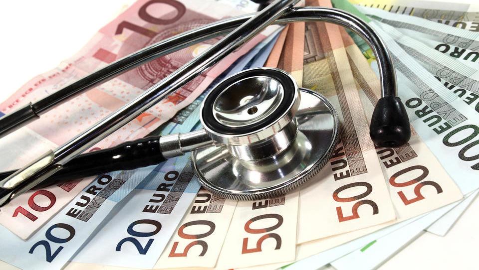 Zasebni izdatki za zdravstvo rasli hitreje kot javni