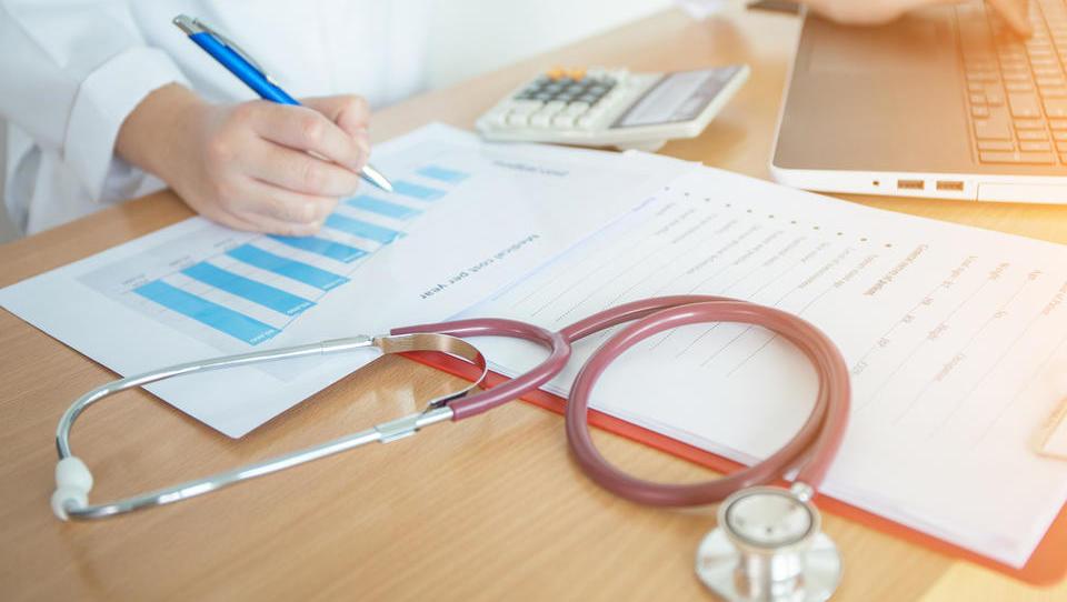 Celosten pregled nadstandardnih zdravstvenih zavarovanj