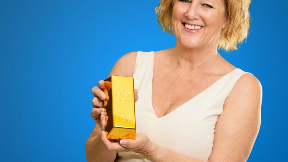 Milena bi za starost varčevala v zlatu. Je to pametno?