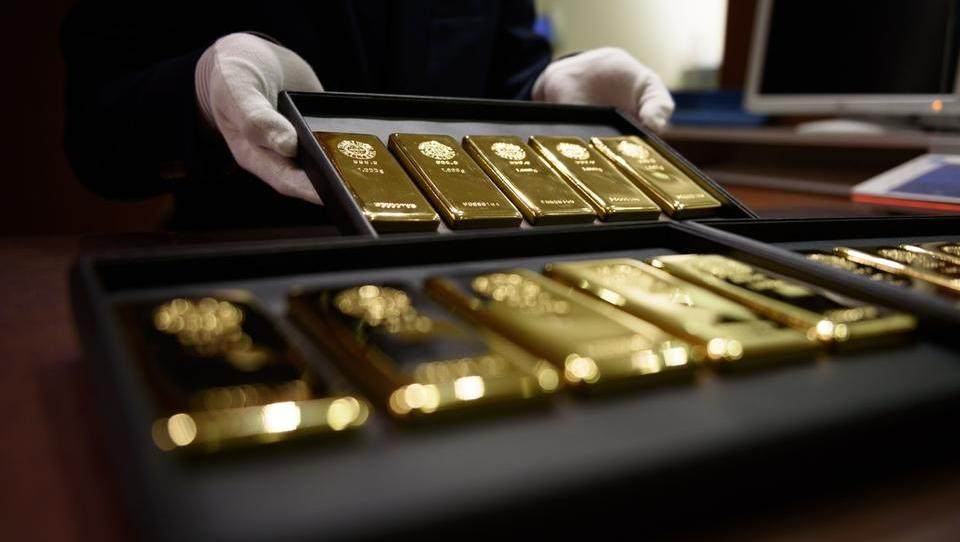 Kupci planili po fizičnem zlatu, trgovcem ga zmanjkuje, cene rastejo