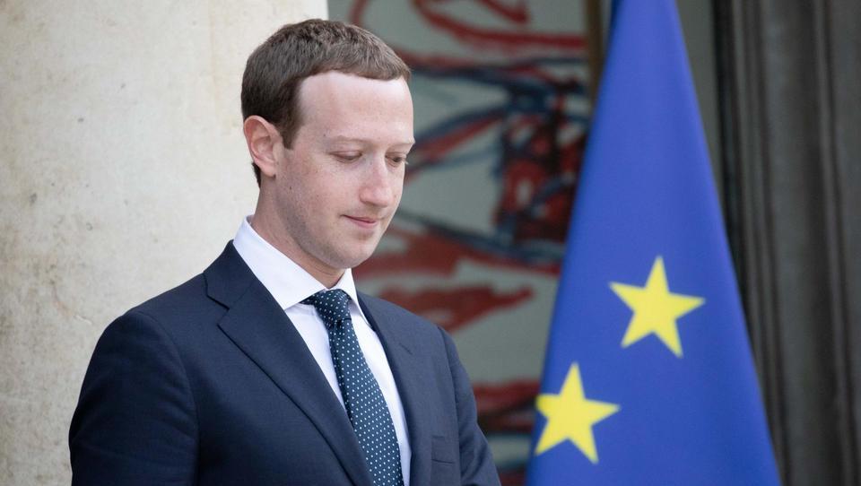Bo Zuckerberg moral oditi z vrha Facebooka?