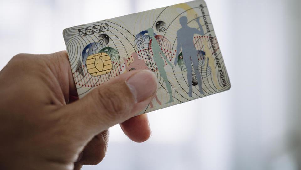 ZZZS gre v nabavo dveh milijonov zdravstvenih kartic