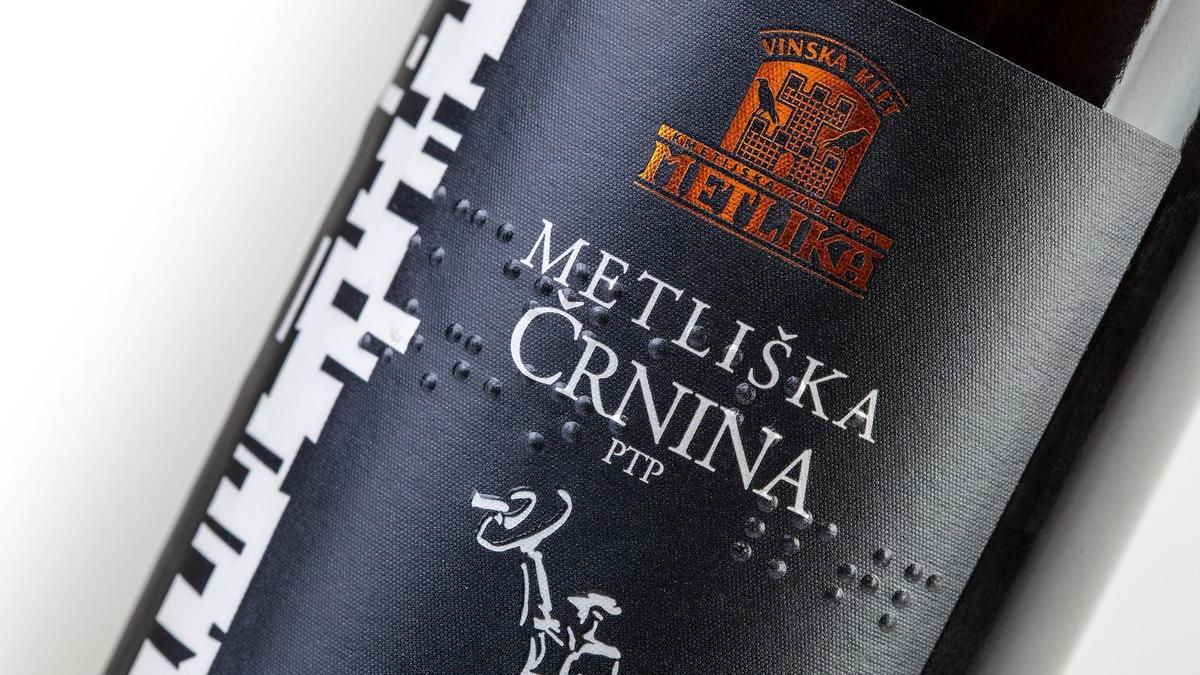 Prve vinske etikete v pisavi za slepe in slabovidne v Sloveniji