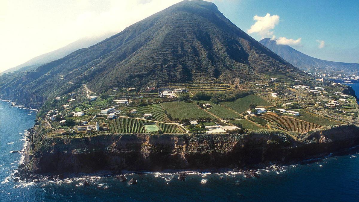 Raziskujemo: Posebna vina z vulkanskih pobočij Etne in Liparskih otokov