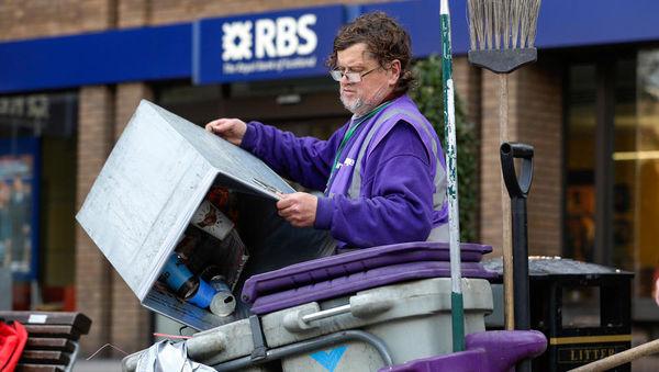 Tako britanski regulator ščiti banko RBS, ki je stranke lupila, ker 'lahko'